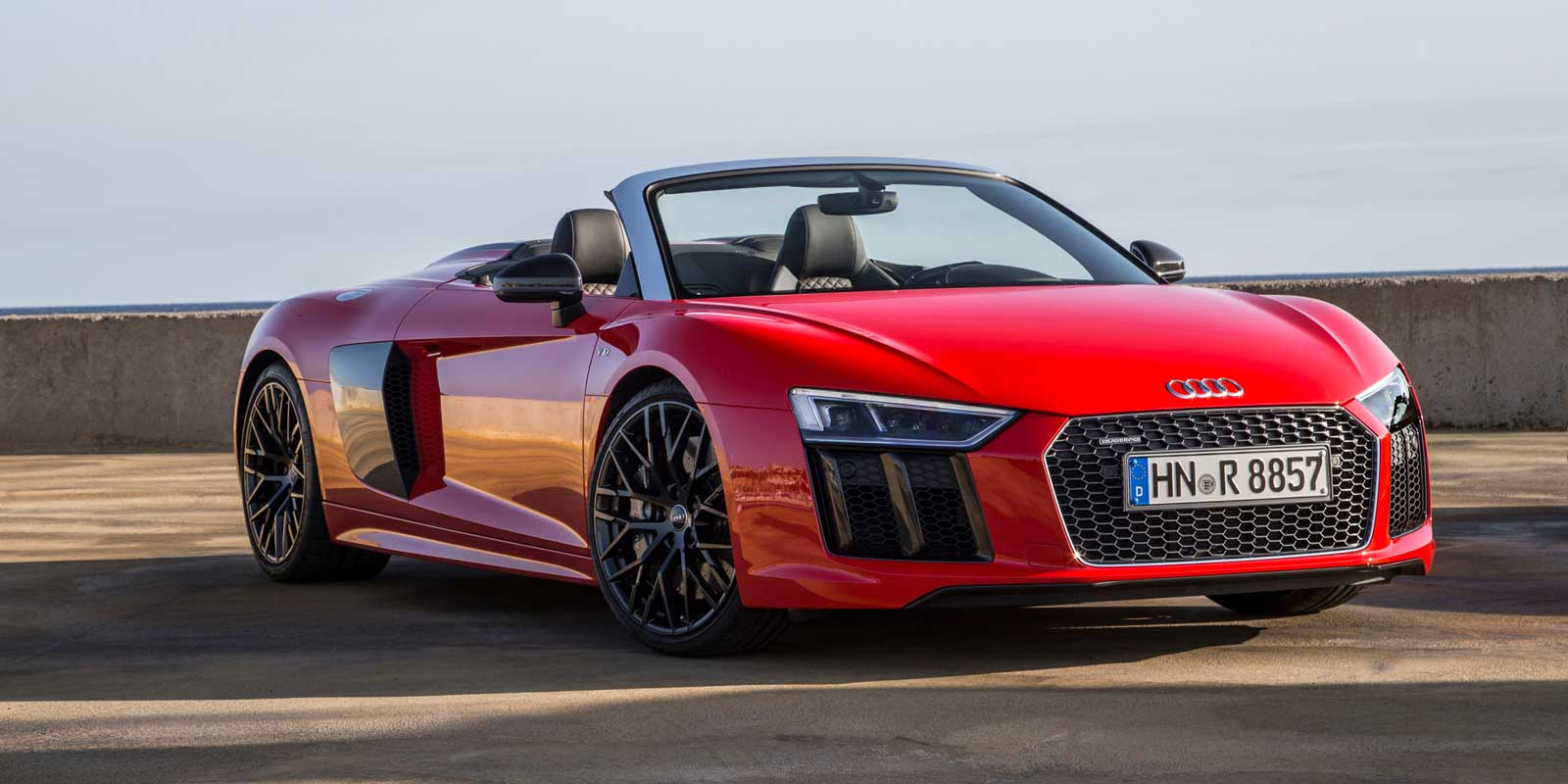 Audi R8 Spyder 2017 is the best choice for urban driving