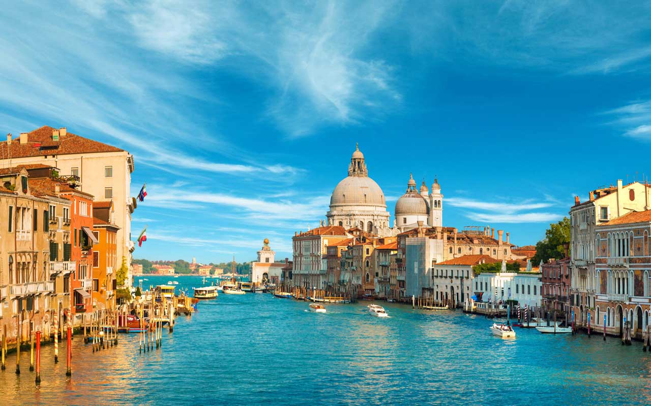 Feel the calm of the magnificent Venezia