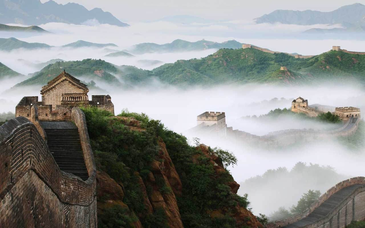 The Cloudy Great Wall of China will lift you up